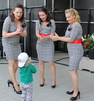 Pildam 5 august 2015 Rogers Sisters backstagelåg
